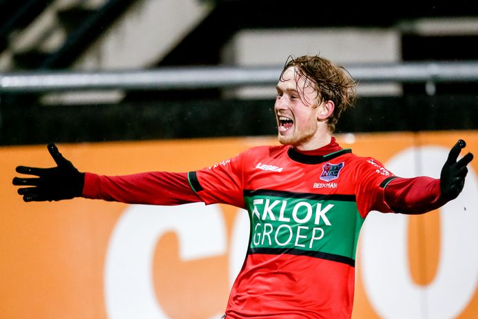 Thomas Beekman juicht na zijn intikker, waarmee hij NEC donderdag op een 3-1 voorsprong zette in het bekerduel met Fortuna Sittard. NEC won met 3-2.