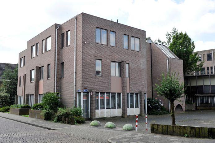 Het voormalige Mediant-gebouw aan de Willemstraat waar voorlopig geen asielzoekers gehuisvest worden.