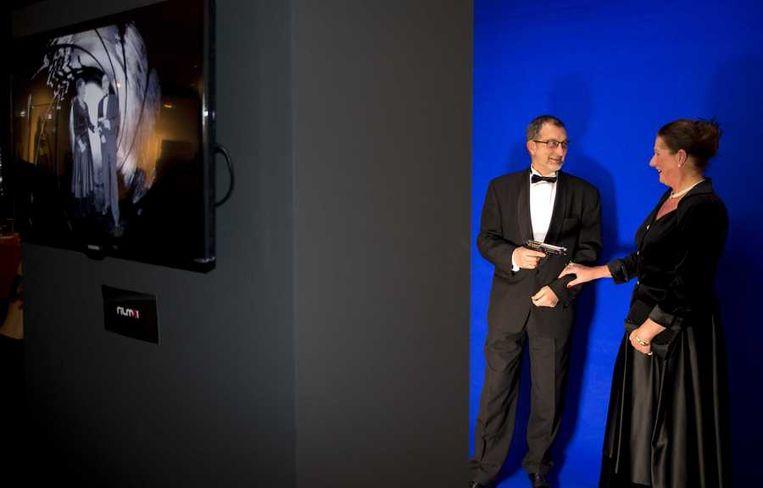 Bezoekers kunnen een scene uit een James Bond-film naspelen. Beeld anp