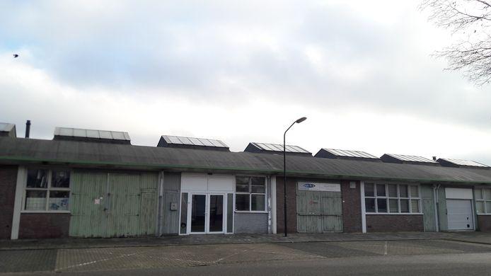 Een deel van de rij voormalige gemeentewerf-loodsen aan de Bleekvelden nummer 1 tot 20.