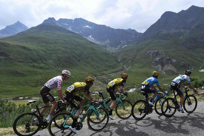 De 19de etappe van de Tour de France 2019, tussen Saint-Jean-de-Maurienne en Tignes. Op de derde plaats rijdt Steven Kruijswijk van Jumbo-Visma.