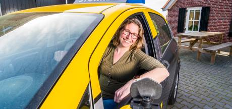 Riëtte Stokreef nam rijschool over, maakte veel kosten en moest werkeloos toezien: 'Maar fijn dat ik nu eindelijk mag beginnen'