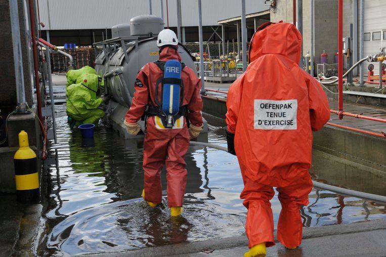 Geregeld worden bij het chemiebedrijf oefeningen gehouden, ook met de brandweer (archieffoto).