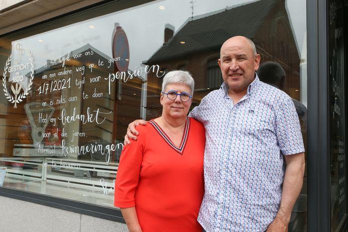 Staf Janssen en zijn vrouw, de laatste van zeven generaties die de bakkerij uitbaatten.