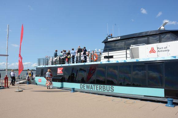 De nieuwe steiger aan Liefkenshoek is voorlopig de eindhalte van de Waterbus.
