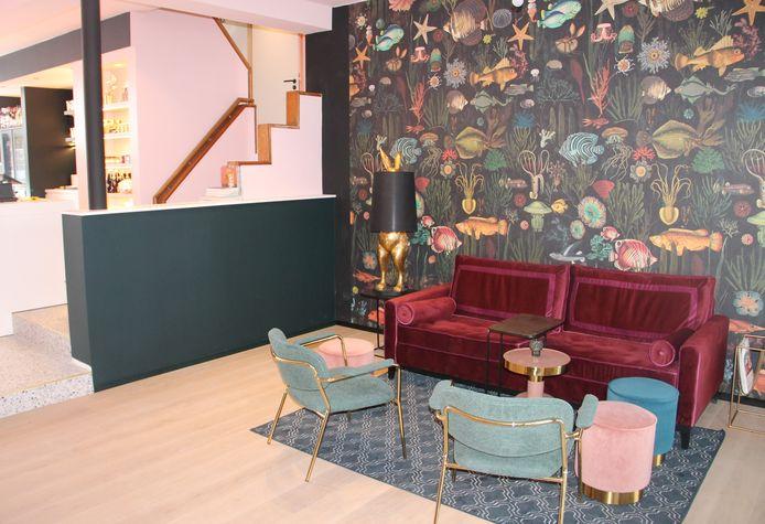 Het interieur van Living, de nieuwe koffie- en lunchbar in Lendelede, mag nog even niet gebruikt worden, maar staat wel al netjes klaar.