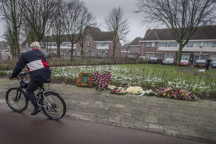 breda-foto : ron magielse bloemen op plaats ( dijkplein ) waar op 6 januari de bredanaar peter van de linde werd doodgeschoten