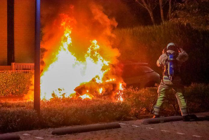 De auto is in vlammen opgegaan