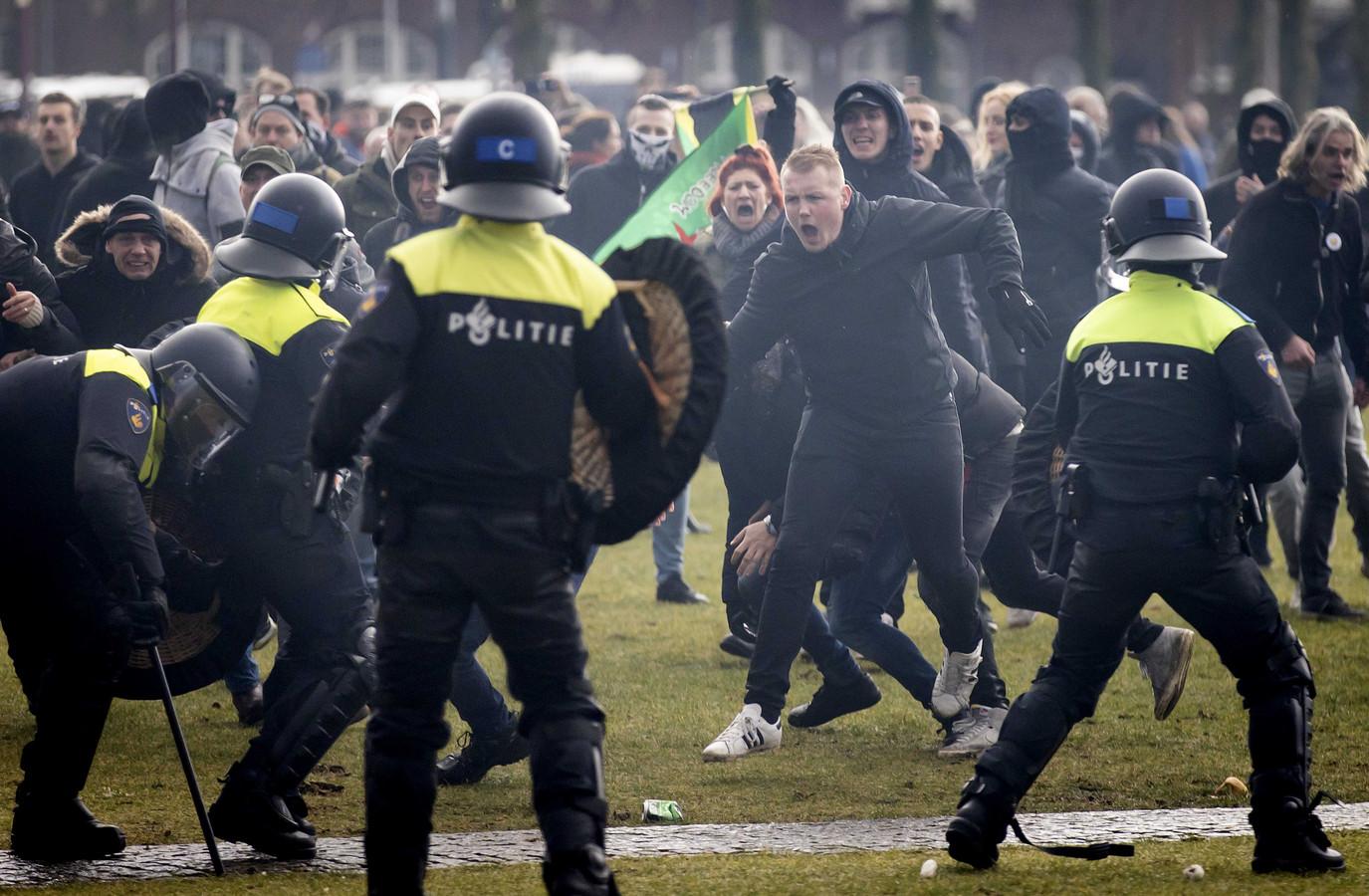 De betoging op het Museumplein in Amsterdam liep helemaal uit de hand.