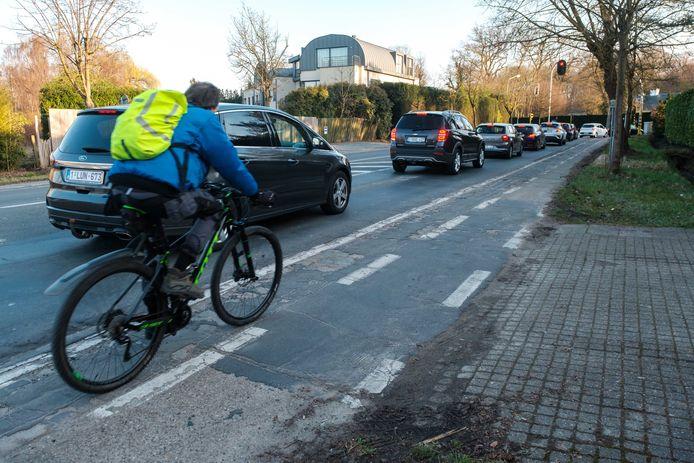 Het fietspad van de Doornstraat in Kontich verkeert in zeer slechte staat.