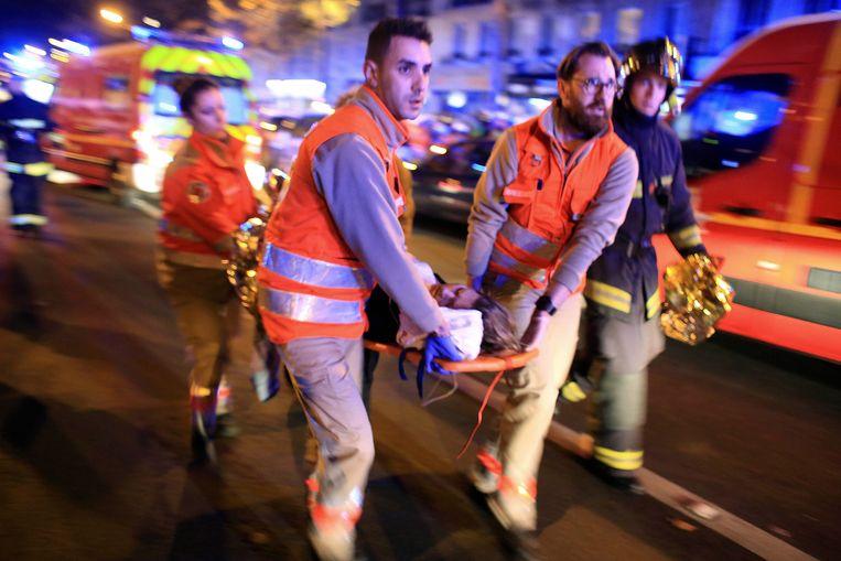 De aanslag op 13 november 2015 maakte 131 doden, meer dan 400 mensen raakten gewond.  Beeld AP
