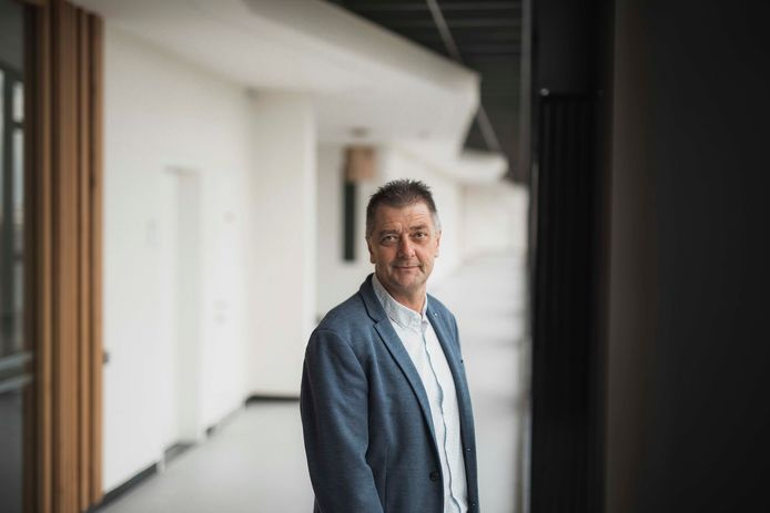 Opleidingshoofd Communicatiemanagement aan de Hogeschool PXL Herve Van de Weyer kwam net voor de start van 2020 te weten dat hij een hersentumor had.