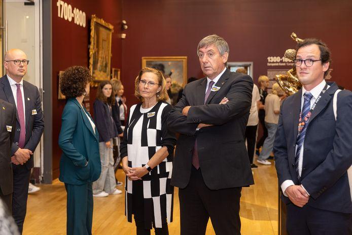 Jambon tijdens een bezoek aan het Statens Museum for Kunst (SMK). Nergens is een mondmasker te zien.