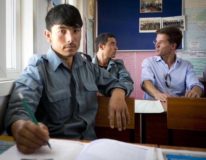 Minister-president Mark Rutte bracht in 2013 een bezoek aan een klas met Afghaanse agenten in opleiding tijdens zijn bezoek aan de Police Training Group in Kunduz.