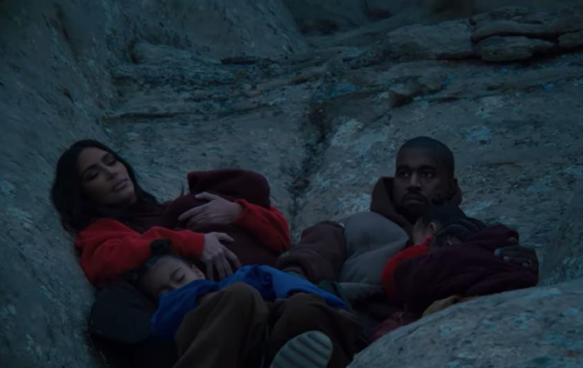 Kanye West toont zijn hele gezin in nieuwe videoclip.