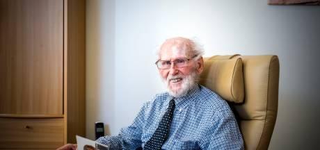 Arie (97) uit Ouddorp overleefde de verschrikkingen in Kamp Amersfoort: 'Je wist niet meer wat honger was, want je had het altijd'