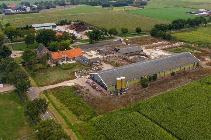 De boerderij aan de Veilingweg 30 bij Velddriel, een van de ijzers in het vuur van Alexander van der Schans in de geitenkwestie.