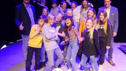 Jongeren proeven van toneeltechnieken in Leietheater
