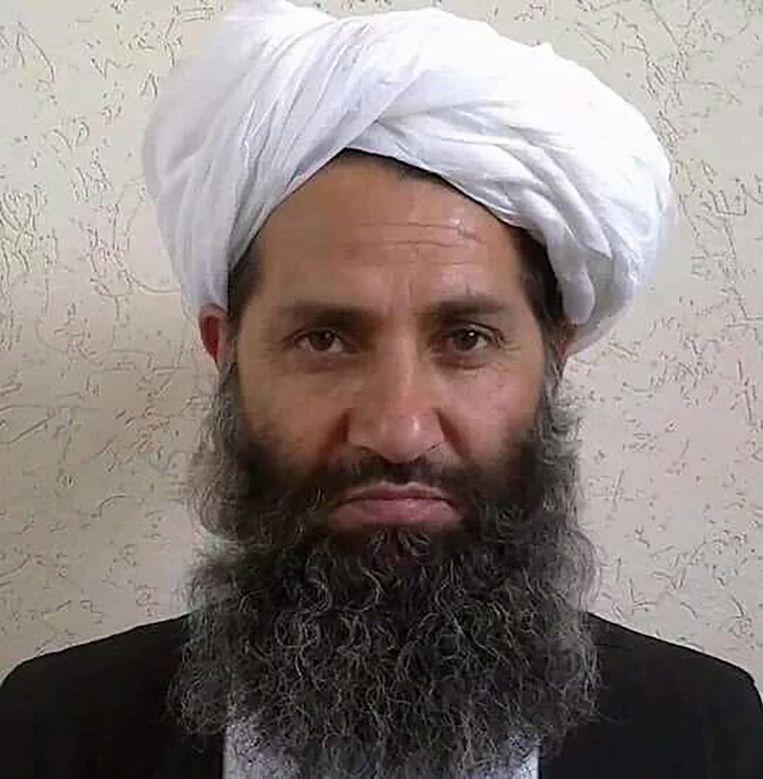 De nieuwe leider Haibatullah Akhundzada, op een foto die door de Taliban werd vrijgegeven. Beeld epa