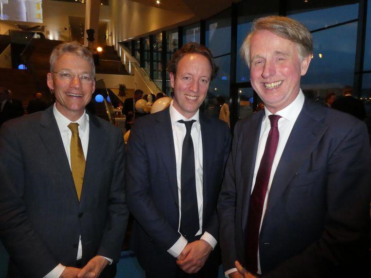 Maarten Camps (secretaris-generaal ministerie van EZK), Ingo Hosper, ook EZK, en Schipholbaas Dick Benschop. Beeld Hans van der Beek