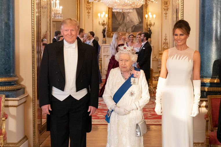 Trump en de first lady Melania samen met koningin Elizabeth bij het staatsbanket in Buckingham Palace.