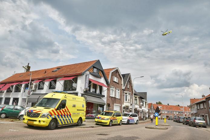 Hulpdiensten rukken massaal uit voor allergische reactie aan het Rosmolenplein in Tilburg.