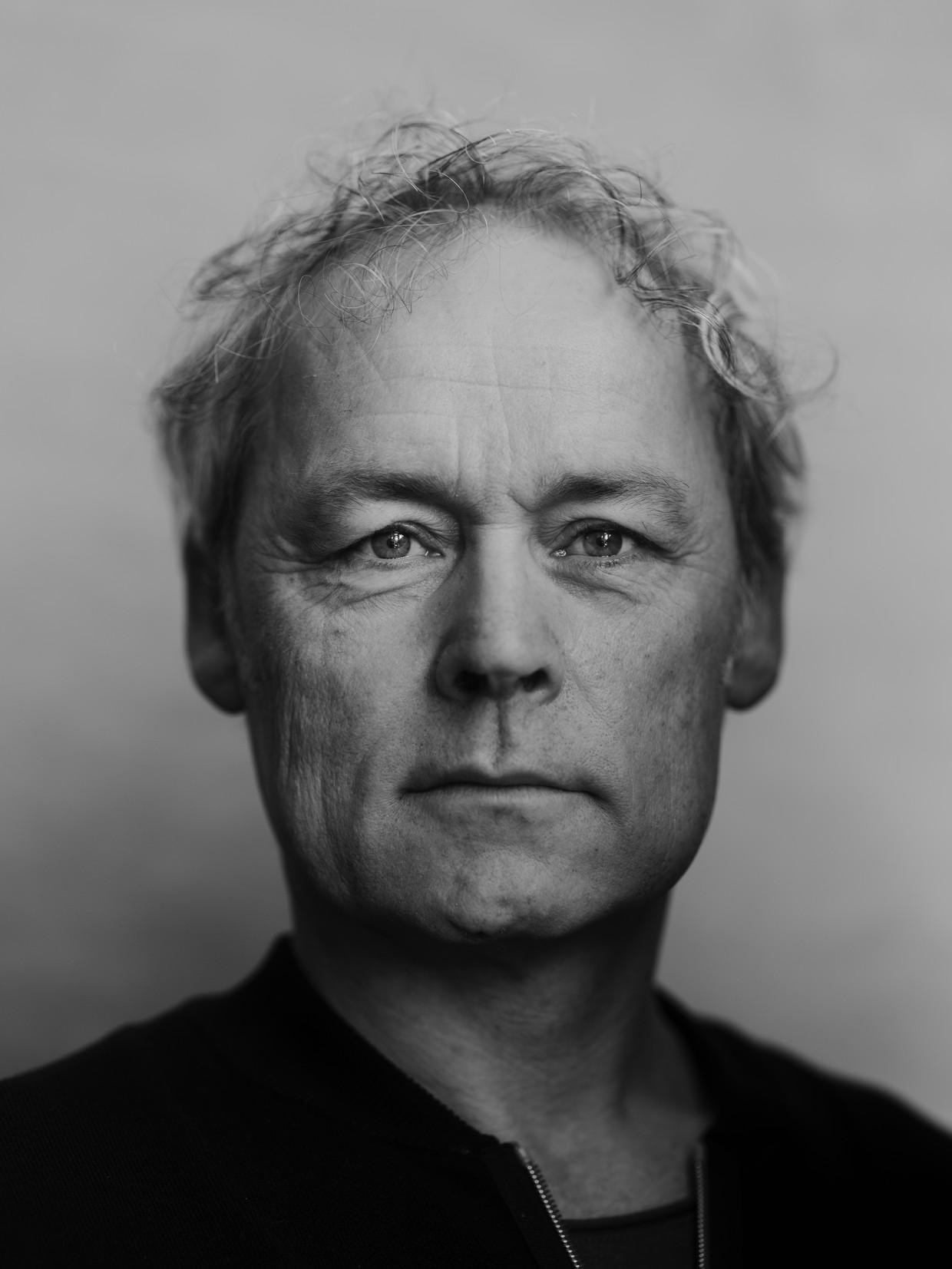 Marcel Hensema: 'Ik heb tussen de stacaravans gespeeld, bij een hoogleraar in z'n bibliotheek en aan de rand van een privézwembad.' Beeld Frank Ruiter