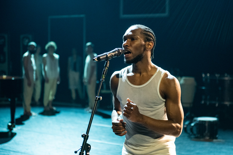 Uri Eugenio in The Greenhouse Dances van LeineRoebana. Beeld Anna van Kooij