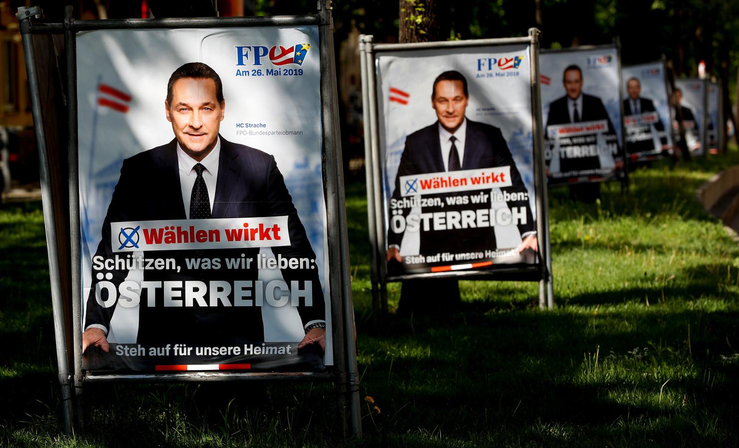Een verkiezingsposter van het hoofd van de extreemrechtse FPÖ, Heinz-Christian Strache in Wenen.