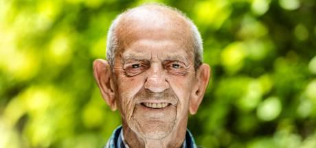 Adri zag in Tilburg een Joodse familie zijn straat uit wandelen, de gaskamer tegemoet