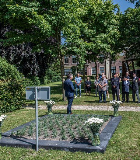 Anjers gedijen slecht op kleigrond, maar het perkje voor veteranen komt er ook in Neder-Betuwe
