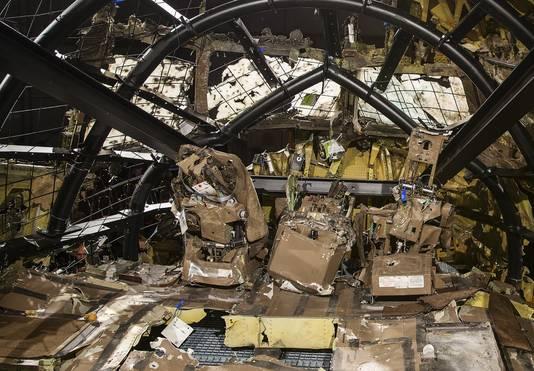 De gereconstrueerde cockpit van vlucht MH17.