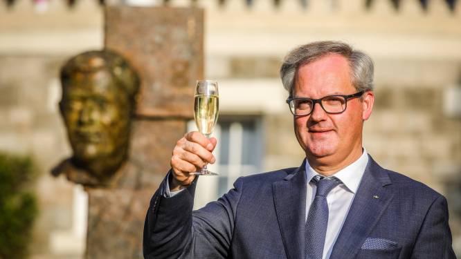 """Directeur hotelschool Ter Duinen wordt volgend jaar ook... pastoor: """"Als kind al gefascineerd door het ambt"""""""