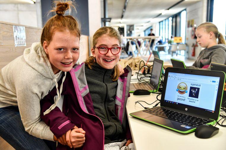 Myrthe en Amelie hun ontwerp is klaar om uit te printen.