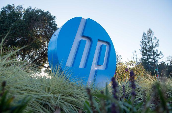 Een logo van het bedrijf Hewlett Packard aan het hoofdkwartier in Palo Alto, in California.