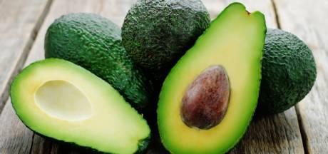 Zo houd je schone handen als je een avocado snijdt
