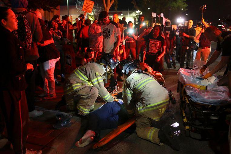 De aangereden vrouw werd door de hulpdiensten verzorgd. Beeld EPA
