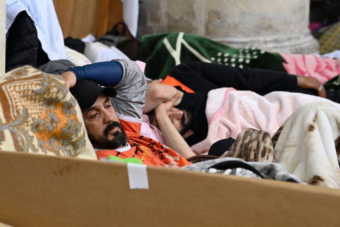 Les sans -papiers grévistes de la faim à l'église du Béguinage à Bruxelles, le 23 juin dernier.