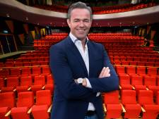 'Wethouder Van Zuylen kan nog geen spijker recht in een blok hout slaan, maar moet Theater Castellum redden'