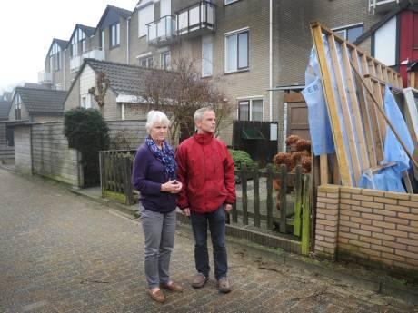 Bewoners Vlissingse wijk Bossenburgh boos, omdat ze schuurtjes en schuttingen moeten afbreken