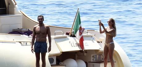 Sylvie en Charbel gespot op gigantisch jacht in Italiaanse baai