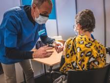 Gentenaars van 65+ krijgen deze week infofolder over vaccinatie in de bus