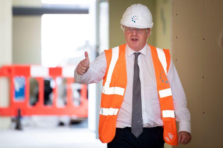De Britse premier Boris Johnson is een groot fan van bruggen. Helaas zal hij nu groen licht moeten geven voor een tunnel tussen Noord-Ierland en het Britse vasteland. Beeld Getty
