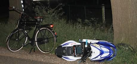 Aanrijding tussen fietser en scooterrijder in Volkel, scooterrijder gewond