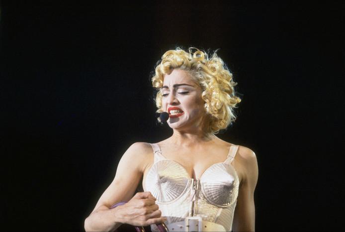 Madonna in het beroemde puntige korset van Jean Paul Gaultier.