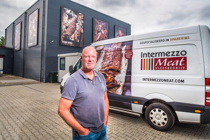 Peter Kleinhout voor de in mei in gebruik genomen productievestiging van Intermezzo Meat in Borne.