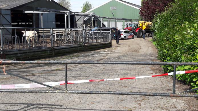 Politie-onderzoek op het erf van de boerderij in Toldijk.