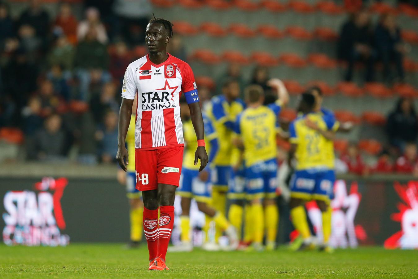 Un mois et demi après avoir mis fin à sa carrière à Mouscron, Mbaye Leye retrouve un rôle en vue en Pro League.