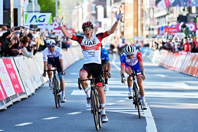 Sept mois après le Tour de France, Tadej Pogacar s'offre, à 22 ans, le premier Monument de sa carrière.