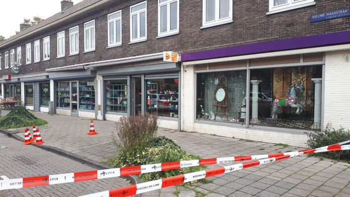 De Nieuwe Maanstraat is deels afgezet.